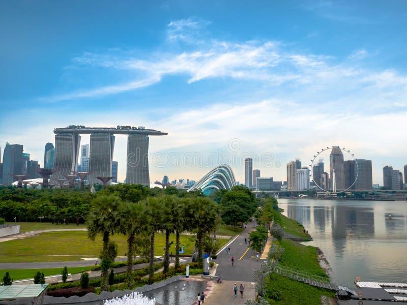 Marinadamm SINGAPORE - NOVEMBER 25, 2018: Stället är en fördämning som byggs på sammanflödet av fem floder, över Marina Channel arkivbilder