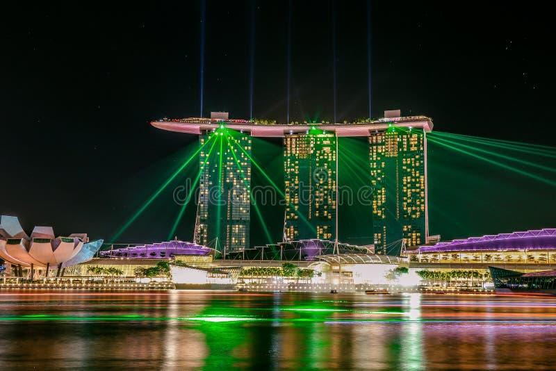 Marinafjärd, Singapore - Juni 2016: Underbar ljus show arkivfoton