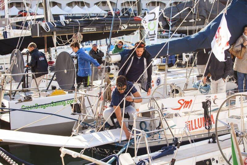 Marinai italiani che lavorano al sailboa immagine stock libera da diritti