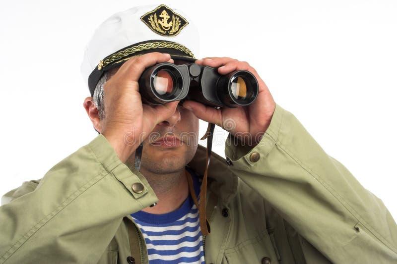 Marinaio con il binocolo fotografia stock