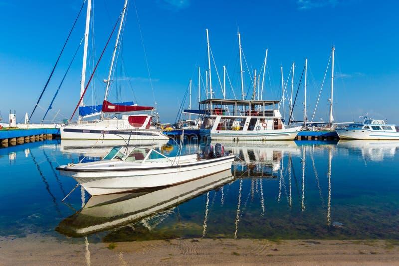 Marinaio dell'yacht in Cienfuegos immagine stock