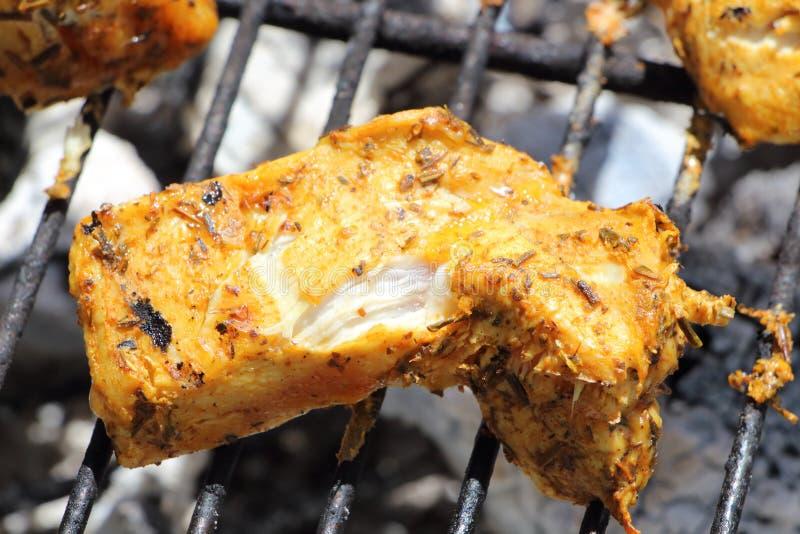 Marinated цыпленок на барбекю стоковое изображение