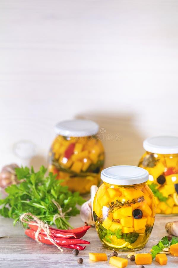 Marinated que preserva los tarros Comida fermentada fotografía de archivo libre de regalías