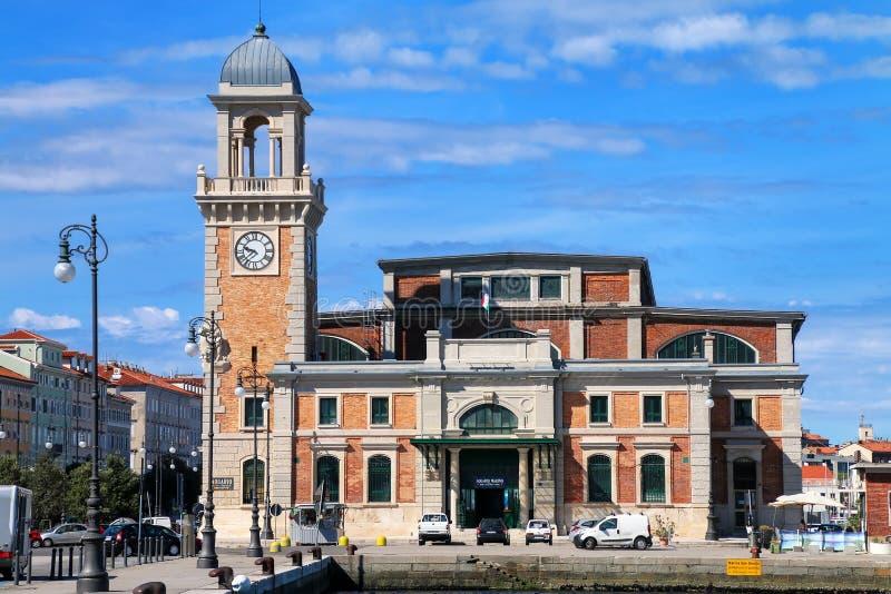 Marine Aquarium byggnad på Trieste strand, Italien arkivbild