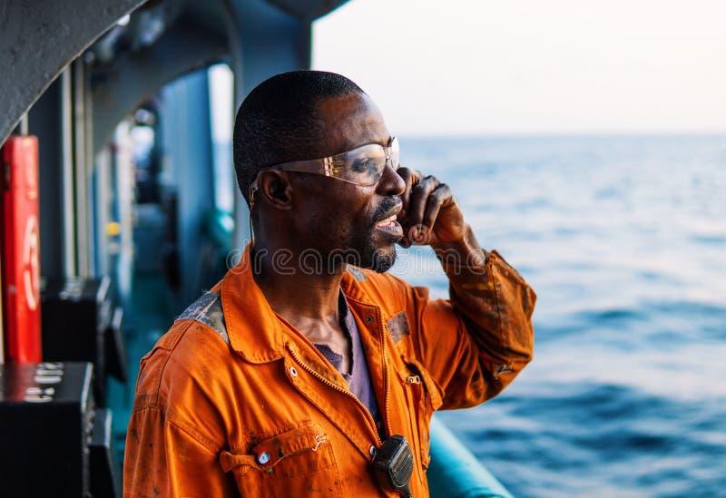 Marine Deck Officer of eerste stuurman op dek van schip of schip stock afbeelding