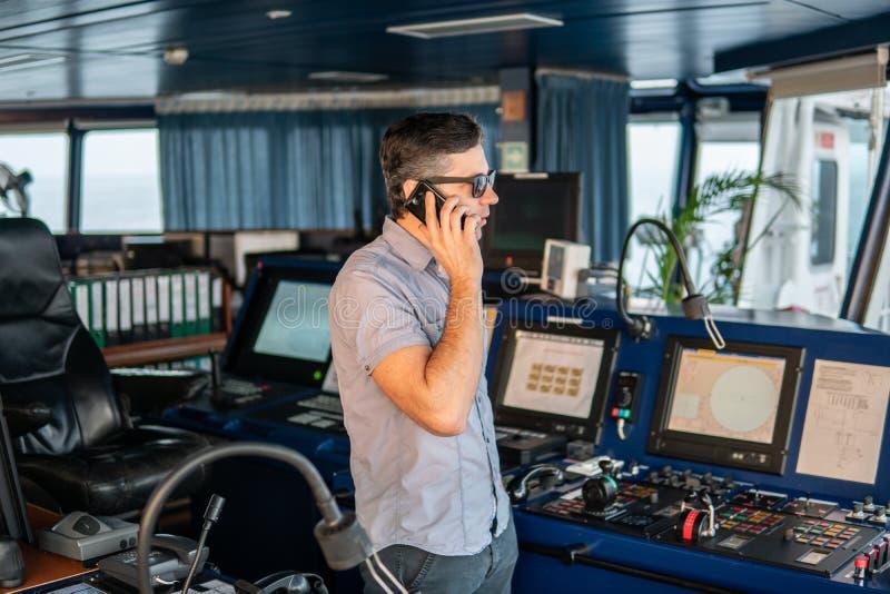 Marine Deck Officer of zeeman op dek van schip of schip royalty-vrije stock afbeelding