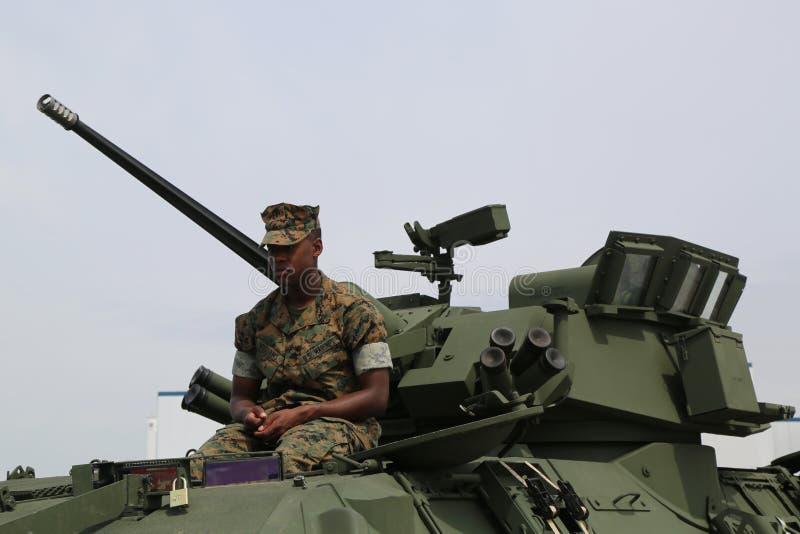 Marine des USA sur le véhicule de reconnaissance blindé léger LAV-25 photos libres de droits