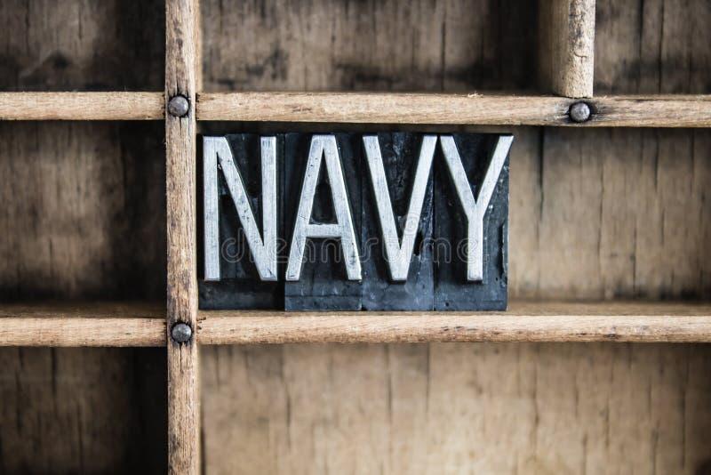 Marine-Konzept-Metallbriefbeschwerer-Wort im Fach lizenzfreie stockfotos