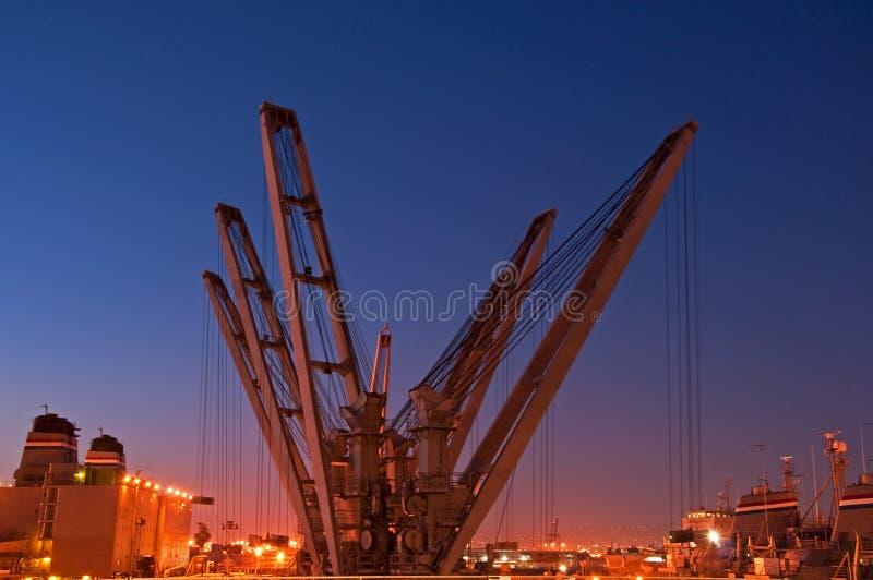 Marine-Lieferungs-Kräne nachts stockfotografie