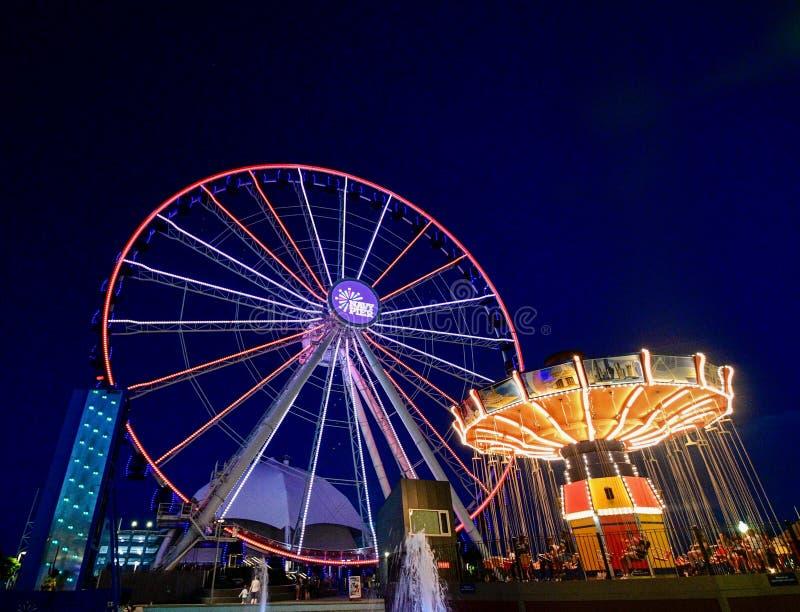 Marine Pier Ferris Wheel At Night royalty-vrije stock afbeeldingen