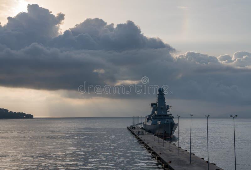 Marine-Zerstörer HMS Duncan legte in Korfu an stockbilder