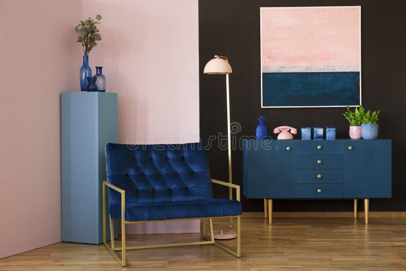 Marineblauw en roze binnenland stock afbeelding