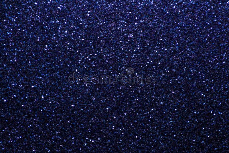 Marineblauwe fonkelende achtergrond van kleine lovertjes, close-up Briljante glanzende achtergrond van textiel royalty-vrije stock afbeelding