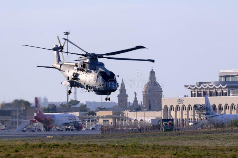 Marinehelikopter op vertrek stock afbeeldingen