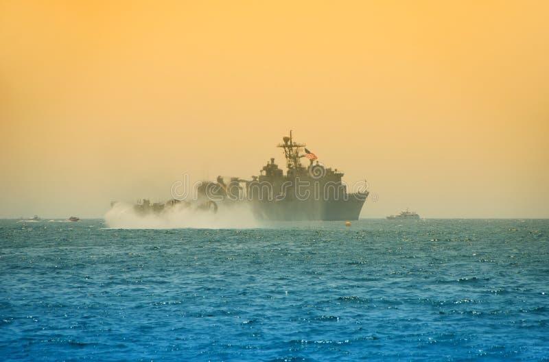 Marinekriegsschiff lizenzfreie stockfotos