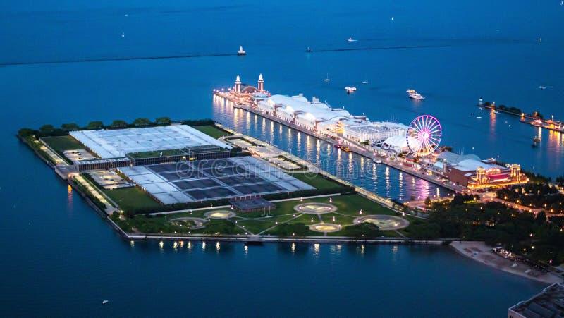 Marinepijler in Chicago - satellietbeeld 's nachts - CHICAGO, de V.S. - 12 JUNI, 2019 royalty-vrije stock foto