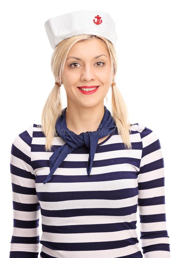 Marinero de sexo femenino en una camisa blanca y azul rayada foto de archivo