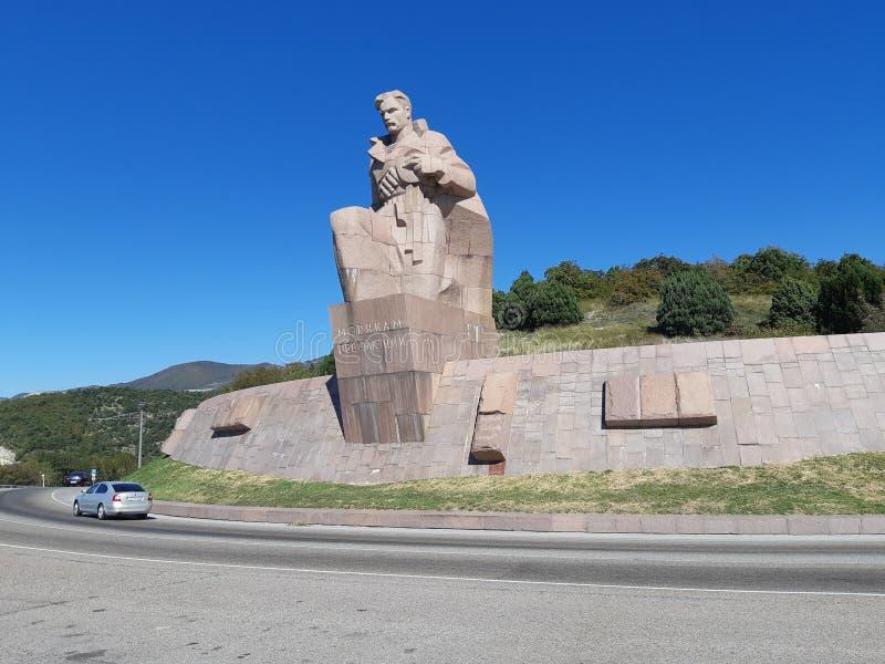 Marineros del ` del monumento del ` de la revolución en Novorossiysk imágenes de archivo libres de regalías