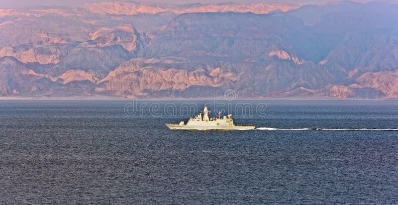 Marinfartyg som patrullerar i golfen av Aqaba arkivbilder
