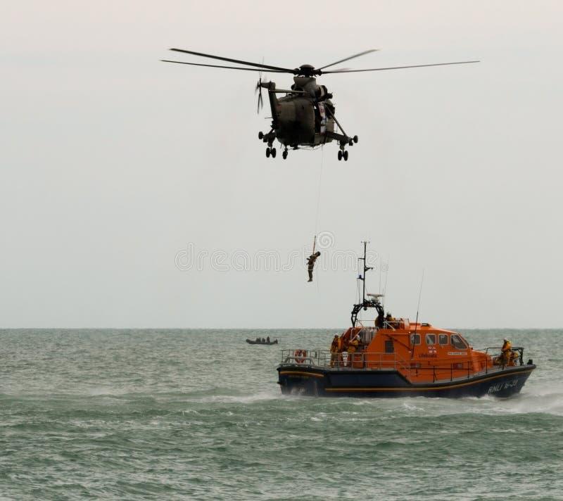 Marinha real & salvamento de RNLI em 2015 transportado por via aérea imagem de stock