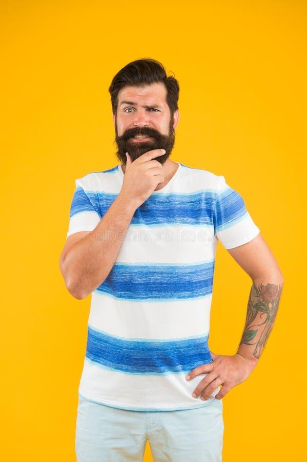 Marinheiro alegre Junte-se a minha onda O indivíduo vestiu camisa listrada em férias de verão Conceito do barbeiro Moderno farpad foto de stock royalty free