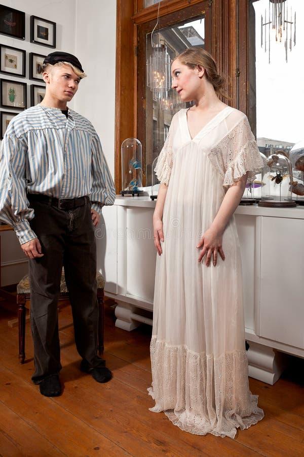 Marinheiro do vintage e menina do victorian foto de stock