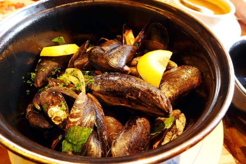 Mariniere de moules, cuisine française de style à Paris image stock