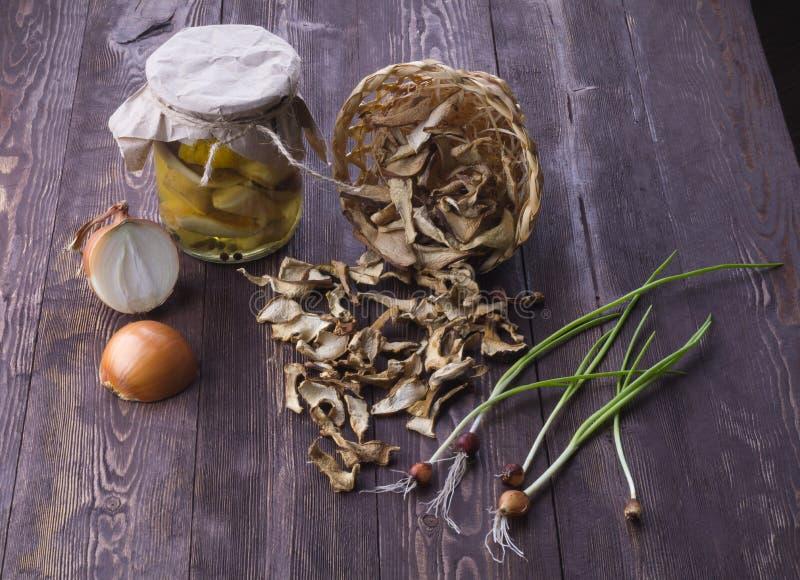 Mariniert und trocknen Sie porcini Pilze stockbilder