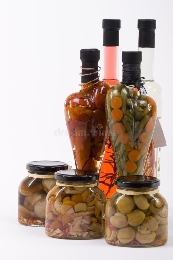 Marinierte Früchte, Gemüse, Pilze stockbild