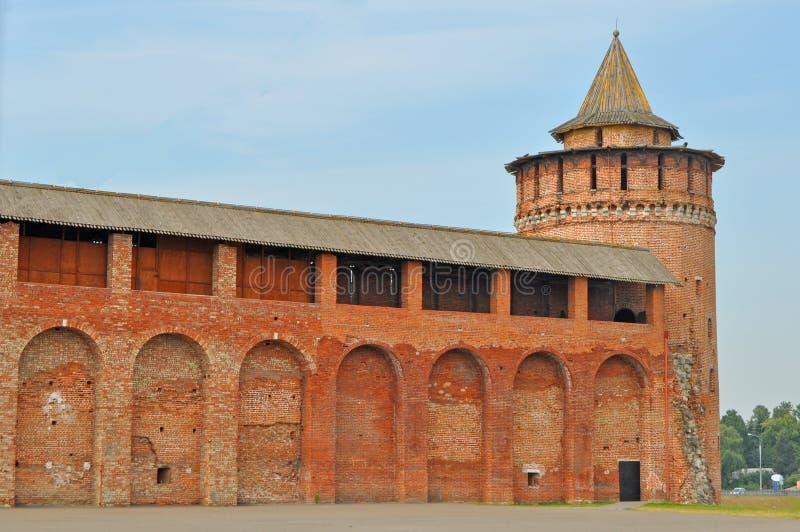 Marinkinatoren en muren van het oude Kremlin in Kolomna-stad stock afbeeldingen