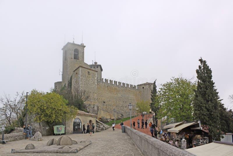 marino san Вторая башня замка Сан-Марино (De Ла Fratta или Cesta) стоковые изображения rf