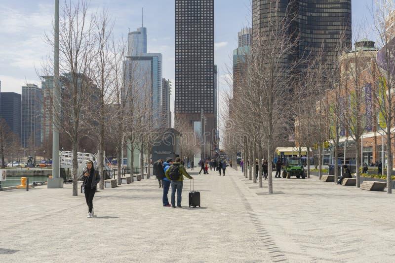 Marinpir på solig dag i Chicago, Illinois, USA fotografering för bildbyråer