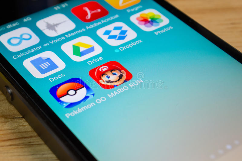 Mario Run super e Pokemon vão fotos de stock royalty free