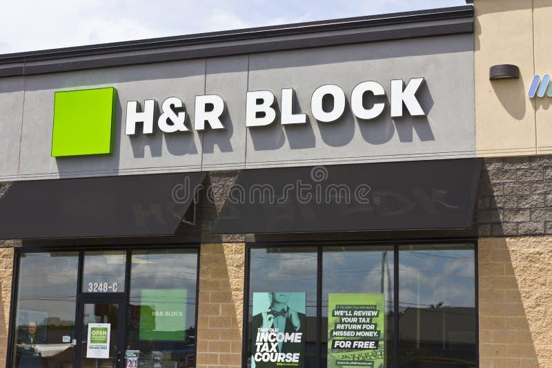 Marion, ADENTRO - circa julio de 2016: Marion, ADENTRO - ubicación de la preparación del impuesto de la venta al por menor de H&r imagen de archivo libre de regalías