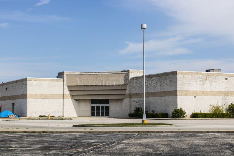 Marion - Circa April 2017: Shuttered onlangs schroeit Kleinhandelswandelgalerijplaats X stock foto