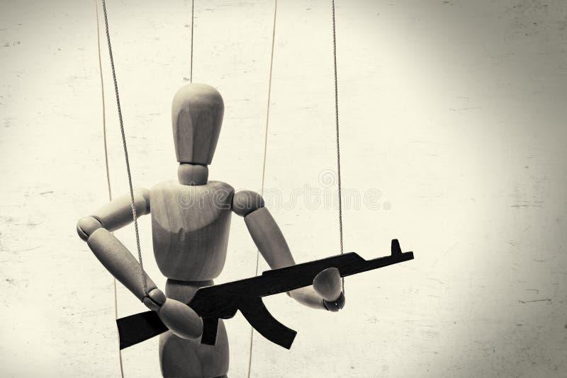 Marionet met kanon b/w royalty-vrije stock fotografie