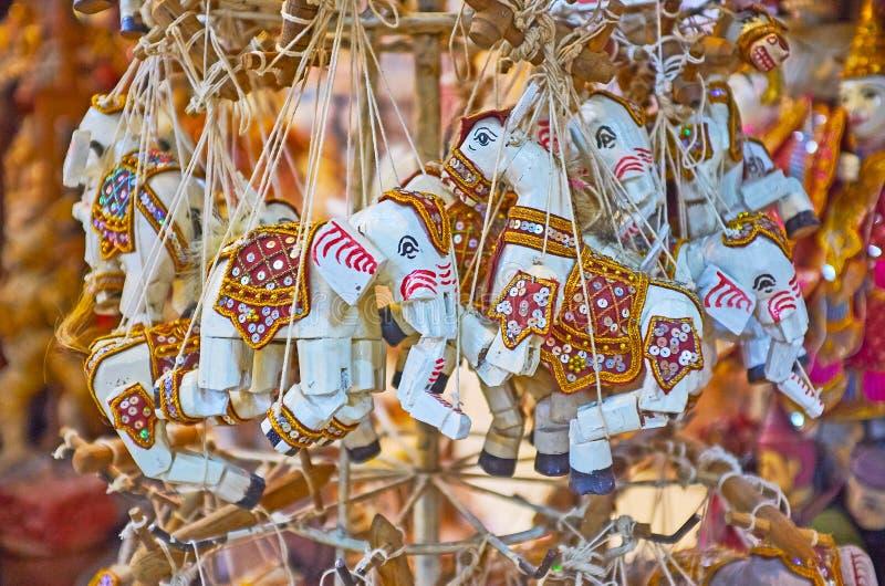 Marionetas de los elefantes en la tienda de Mandalay, Myanmar fotos de archivo libres de regalías