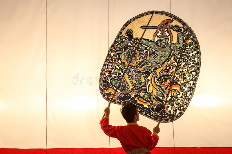 Marionetten-Schatten-Spiel Nang Yai bei Wat Khanon National Museum, Ratcha Buri Thailand lizenzfreie stockfotografie