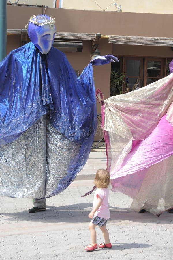 Marionetten und das Mädchen stockbilder