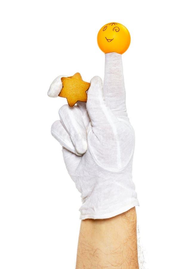 Marionnette de doigt tenant l'étoile de pain d'épice photographie stock