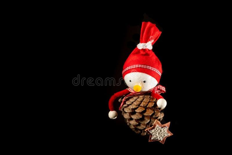 Marionnette faite main faite d'un cône de pin photos stock