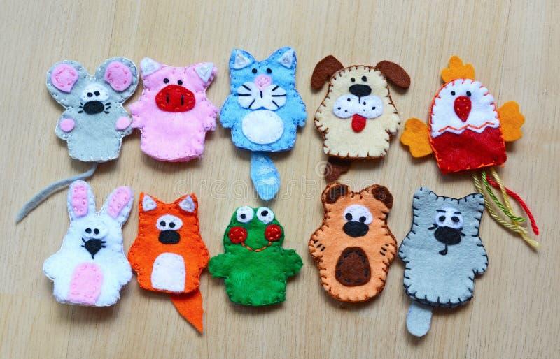10 marionnettes de doigt de feutre images stock