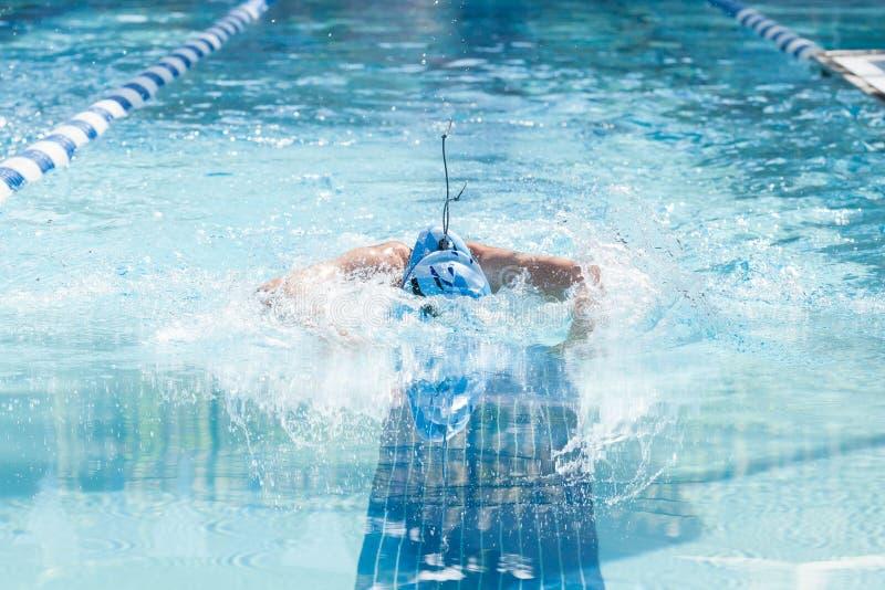 Mariposa femenina joven de la natación imagen de archivo libre de regalías