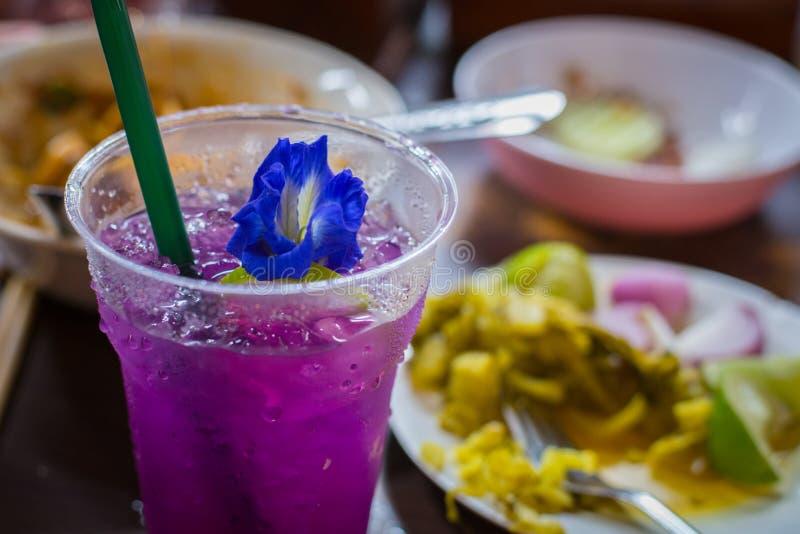 Mariposa Pea Purple Iced Tea fotos de archivo