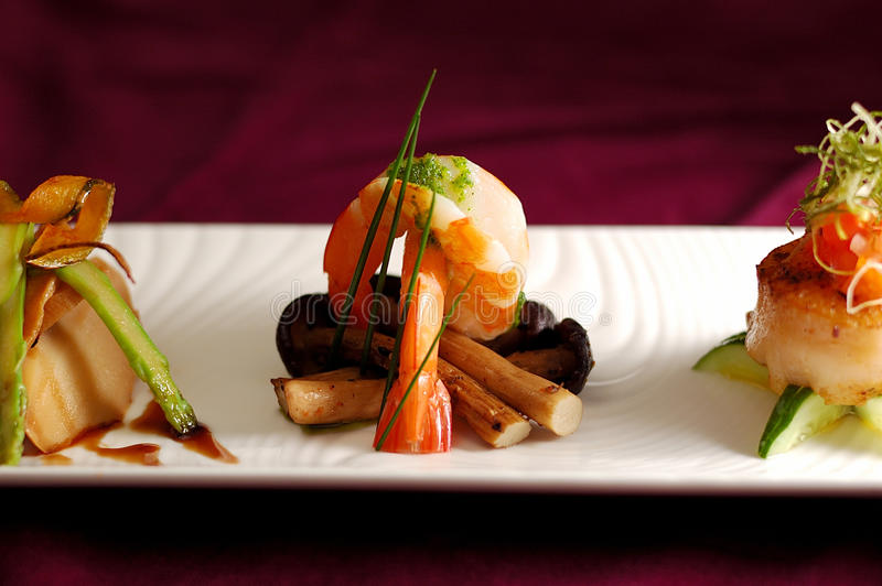 Marisco creativo do camarão do aperitivo da culinária foto de stock
