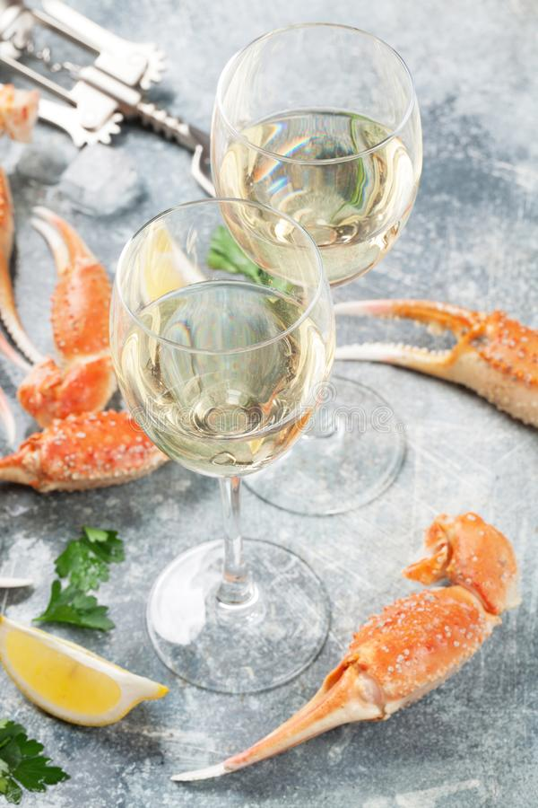 Marisco e vinho branco foto de stock