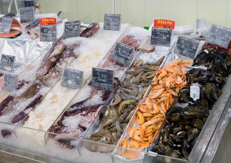 Download Marisco Fresco No Gelo No Supermercado Imagem de Stock Editorial - Imagem de seafood, comercial: 107528629