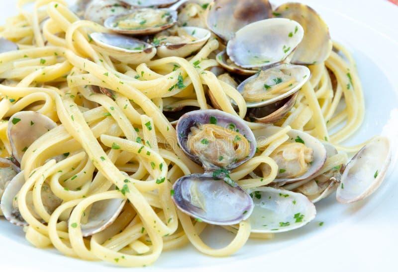 Marisco italiano tradicional, vongole dos espaguetes feito com seashel imagem de stock royalty free