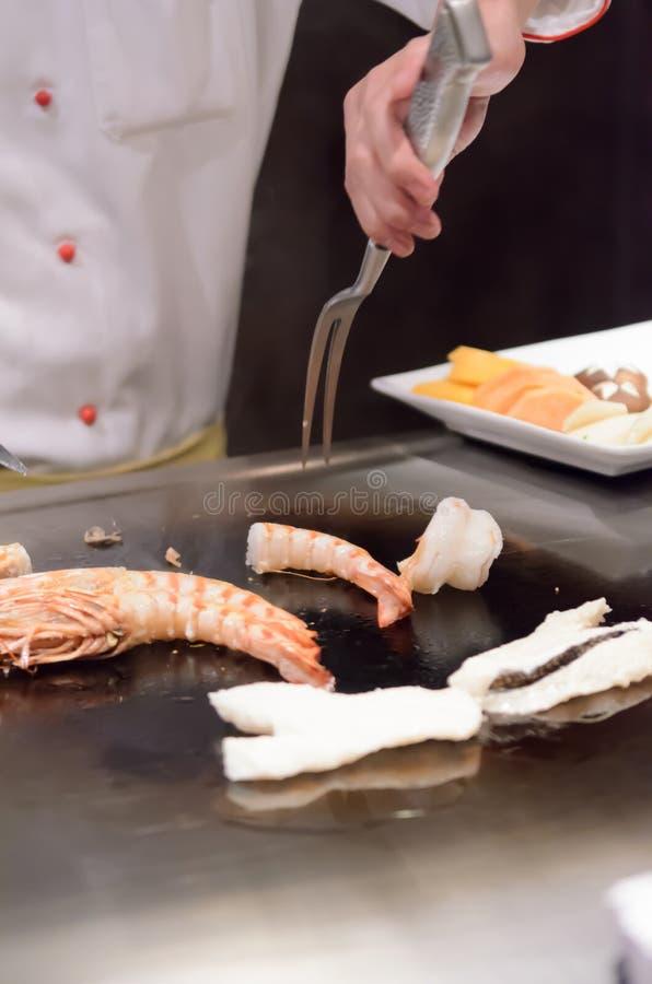 Mariscos salteados de la cocina japonesa de Teppanyaki foto de archivo
