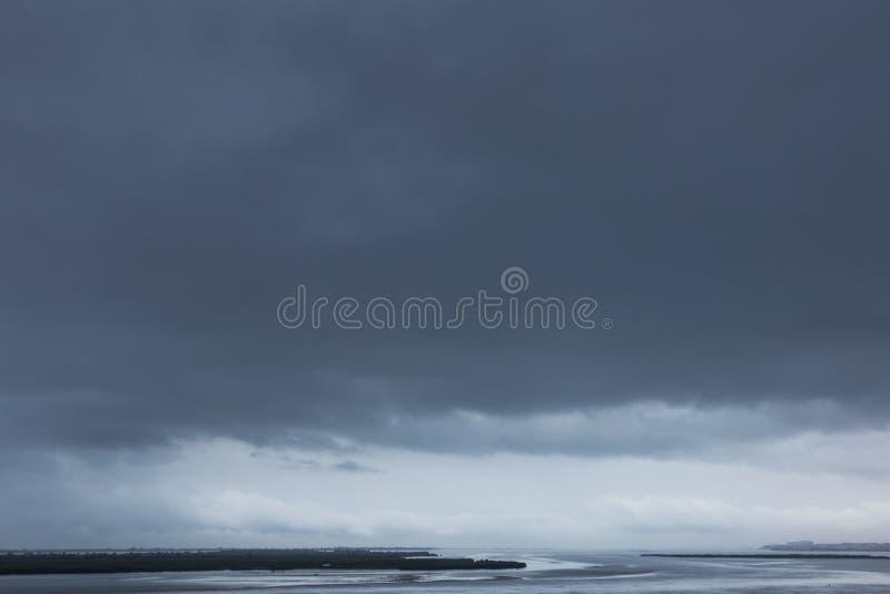 Maritim burza przychodzi mussulo wyspa, Luanda, Angola obraz stock